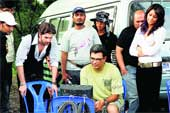 Jehangir Surti (centre) with Neil Nitin Mukesh, Bipasha Basu and the crew of Aa Dekhen Zara